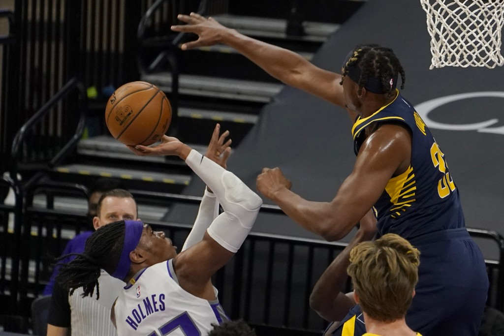 Sacramento Kings center Richaun Holmes, front left, goes to the basket against Indiana Pacers center Myles Turner, right, during the first half of an ...