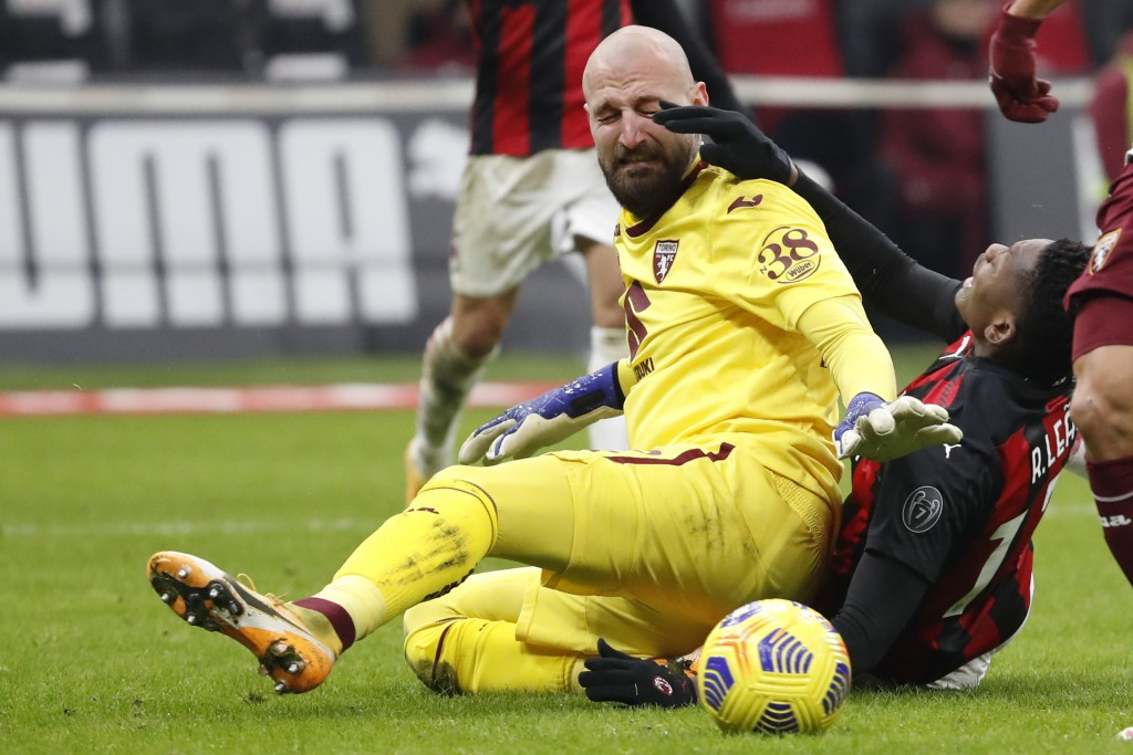Torino's goalkeeper Vanja Milinkovic-Savic fights for the ball with AC Milan's Rafael Leao, right, during the Italian Cup round of 16 soccer match bet...