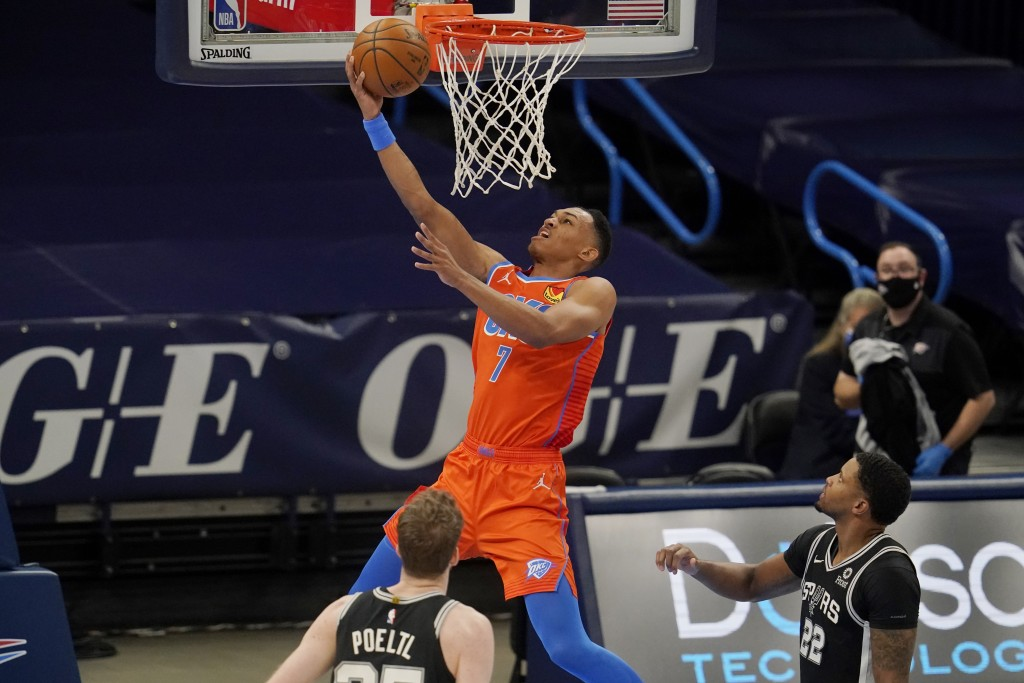 Oklahoma City Thunder forward Darius Bazley (7) shoots in front of San Antonio Spurs center Jakob Poeltl, left, and forward Rudy Gay (22) during the f...