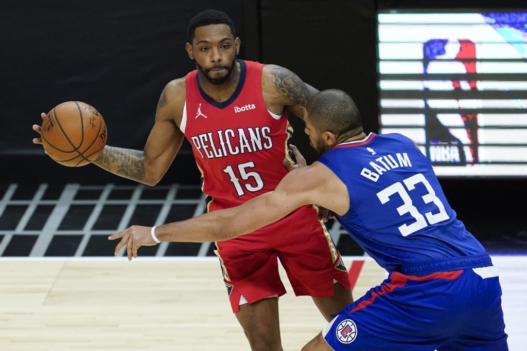 Los Angeles Clippers forward Nicolas Batum (33) defends against New Orleans Pelicans guard Sindarius Thornwell (15) during the first quarter of an NBA...