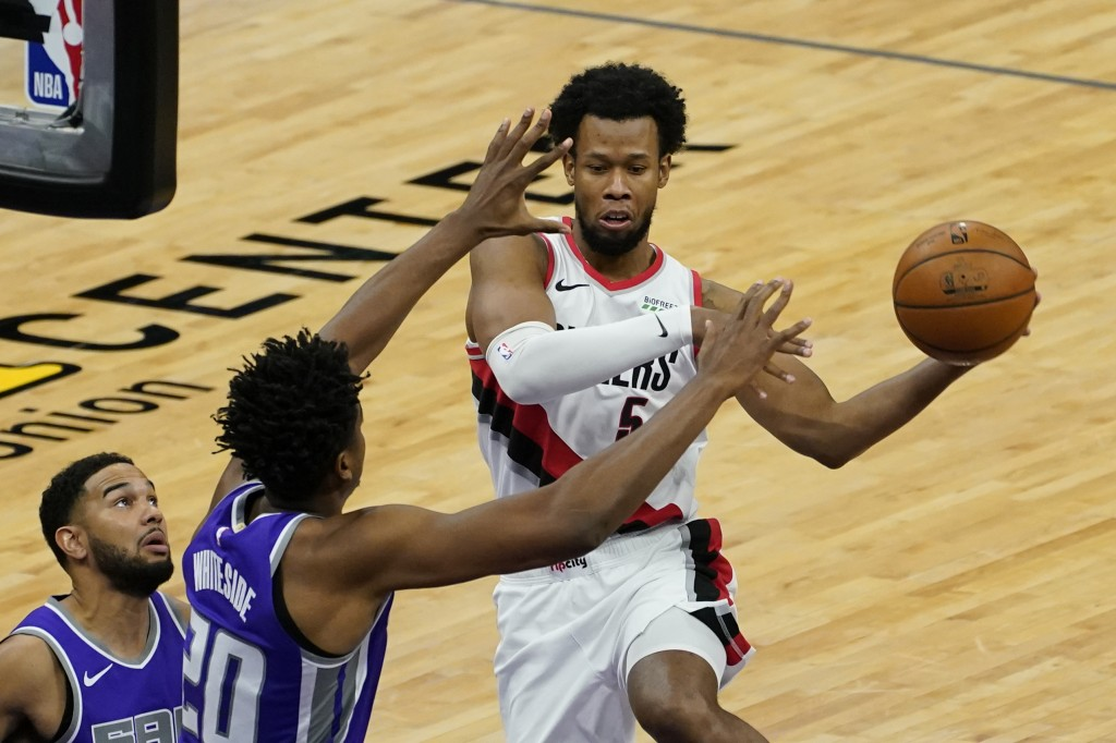 Portland Trail Blazers guard Rodney Hood, right, passes off against Sacramento Kings center Hassan Whiteside, second from left, during the second quar...