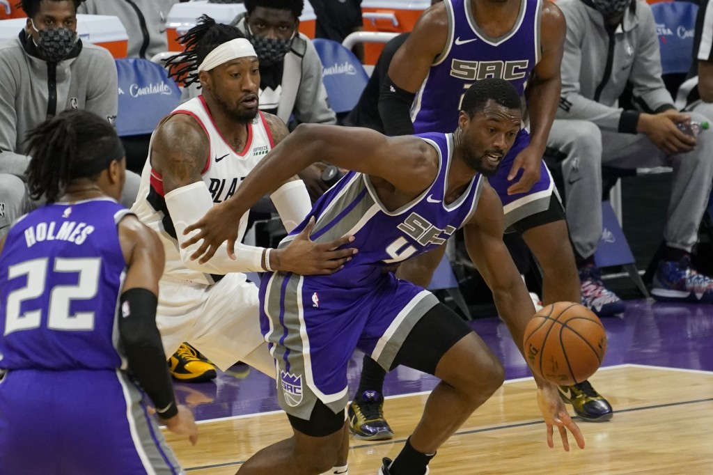 Sacramento Kings forward Harrison Barnes, right, and Portland Trail Blazers forward Robert Covington, second from left, chase after the ball during th...