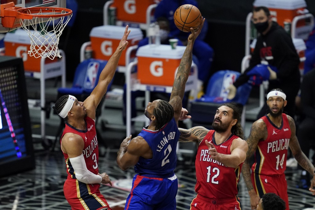 Los Angeles Clippers forward Kawhi Leonard (2) shoots between New Orleans Pelicans guard Josh Hart (3) and center Steven Adams (12) during the second ...