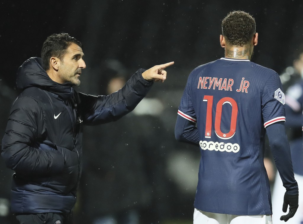 PSG's assistant coach Jesus Perez, left, gives instructions to PSG's Neymar during the French League One soccer match between Angers and Paris Saint-G...