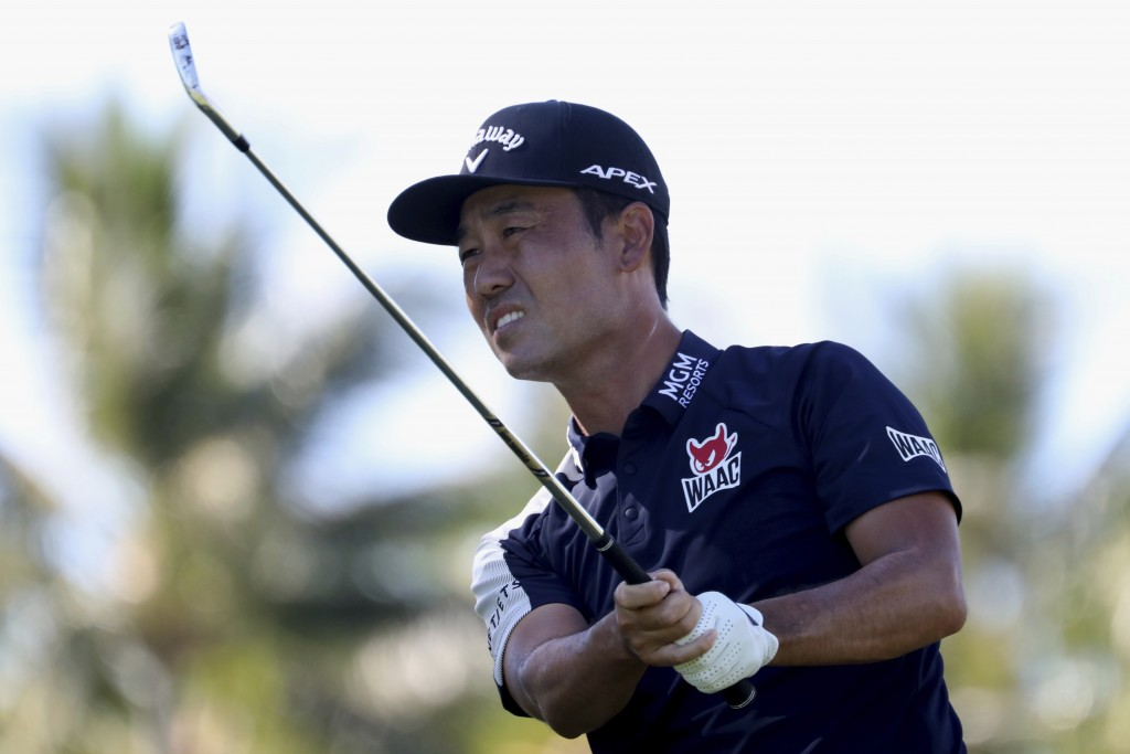 CORRECTS TO KEVIN NA NOT KEITH MITCHELL - Kevin Na follows his drive on the 11th tee box during the third round at the Sony Open golf tournament Satur...