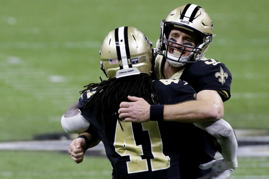 New Orleans Saints quarterback Drew Brees, right, celebrates with running back Alvin Kamara (41) during the second half of an NFL divisional round pla...