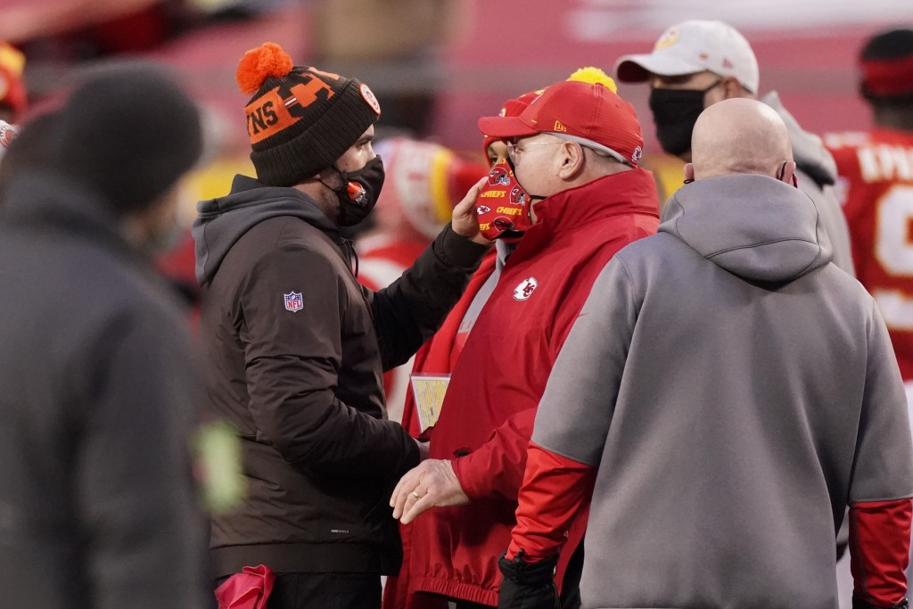 Cleveland Browns head coach Kevin Stefanski, left, talks with Kansas City Chiefs head coach Andy Reid after an NFL divisional round football game, Sun...
