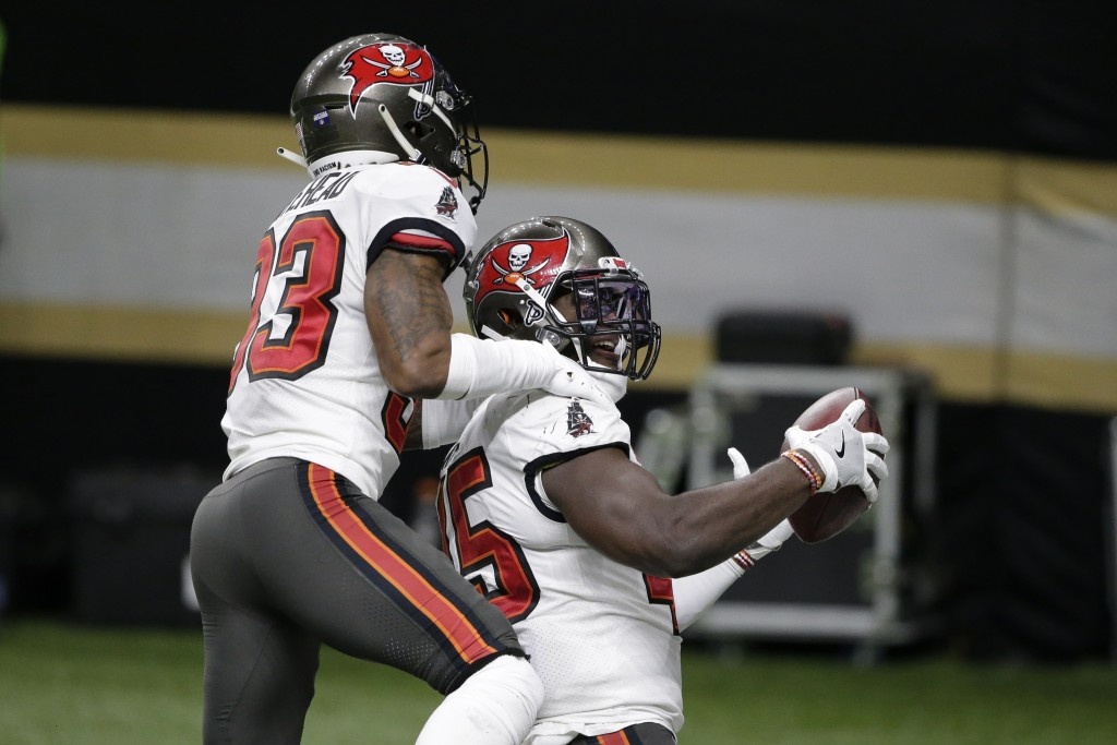 Tampa Bay Buccaneers inside linebacker Devin White, right, celebrates after his interception with cornerback Sean Murphy-Bunting (23) against the New ...