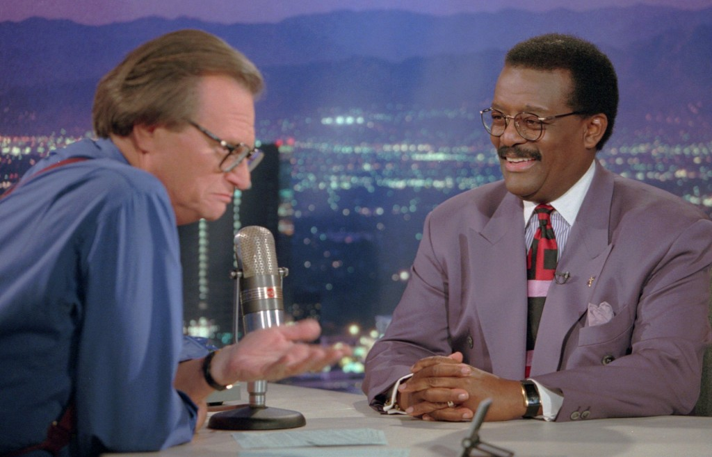 """FILE - In this Oct. 4, 1995 file photo, Defense attorney Johnnie Cochran Jr., right, sits for an interview with Larry King, the host of the """"Larry Kin..."""