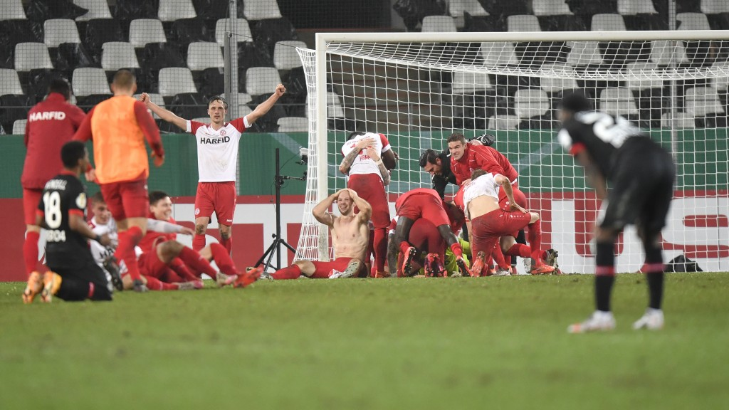 Essen's players celebrate at the end of the German Soccer Cup 3rd round match between RW Essen and Bayer Leverkusen in Essen, Germany, Tuesday, Feb. 2...