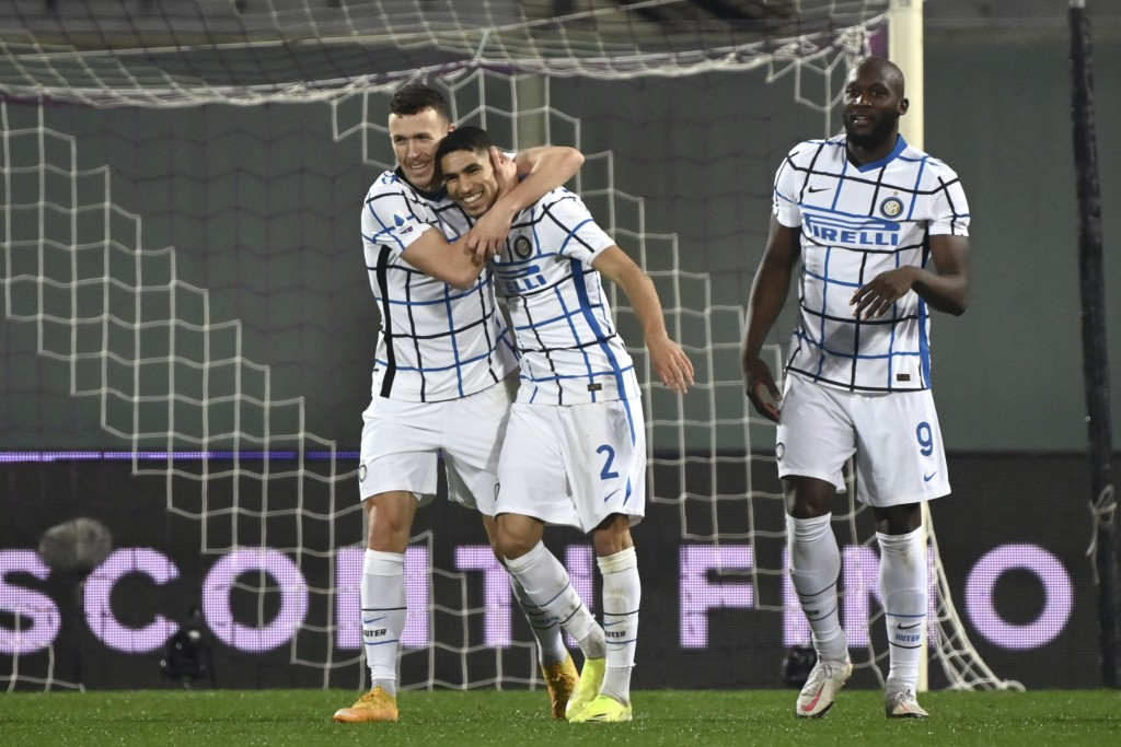Inter Milan's Ivan Perisic, left, celebrates after scoring his side's second goal of the game during the Serie A soccer match between Fiorentina and I...