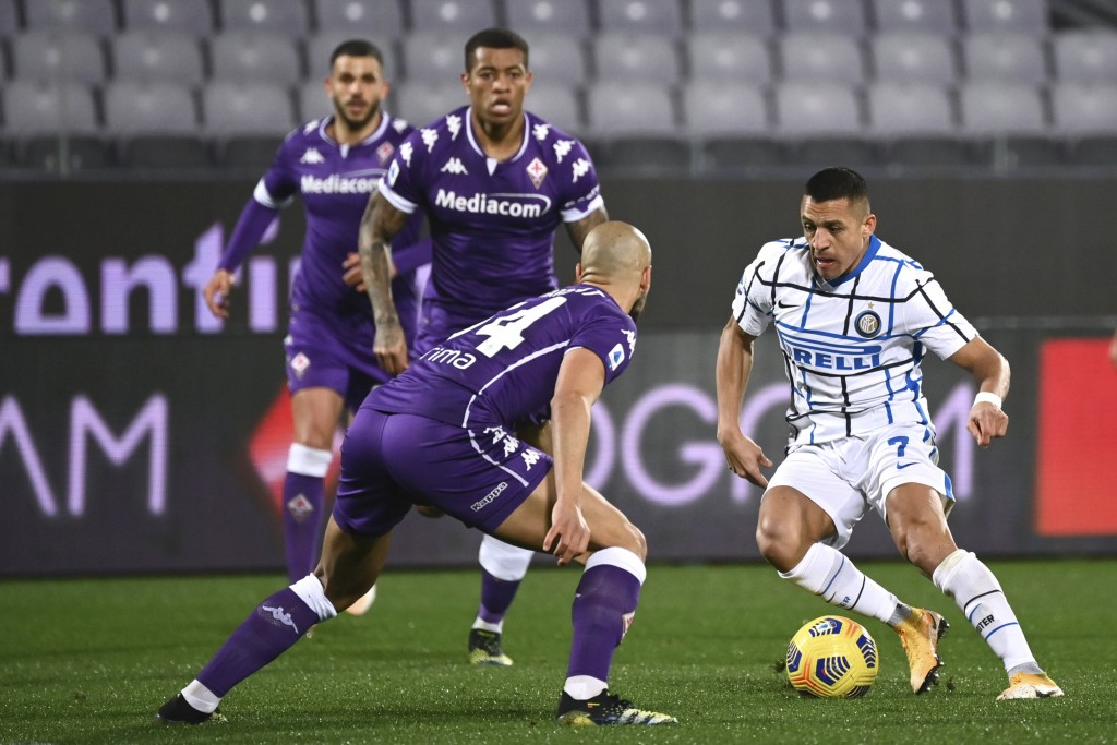 Inter Milan's Alexis Sanchez, right, takes on Fiorentina's Sofyan Amrabat, during the Serie A soccer match between Fiorentina and Inter Milan, at the ...