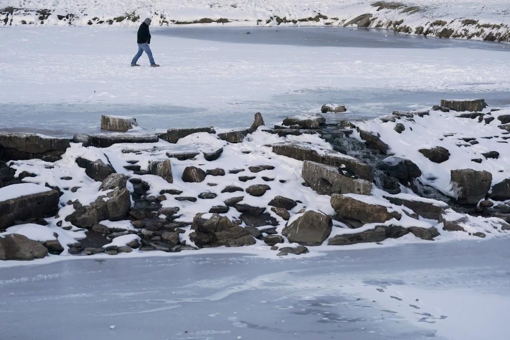 冬季風暴侵襲美國,創下多地破紀錄低溫,一向溫暖的德州更出現零下18度的酷寒,民眾苦不堪言(美聯社圖片)