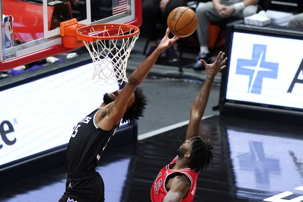 Sacramento Kings forward Marvin Bagley III, left, drives to the basket past Chicago Bulls forward Patrick Williams during the first half of an NBA bas...