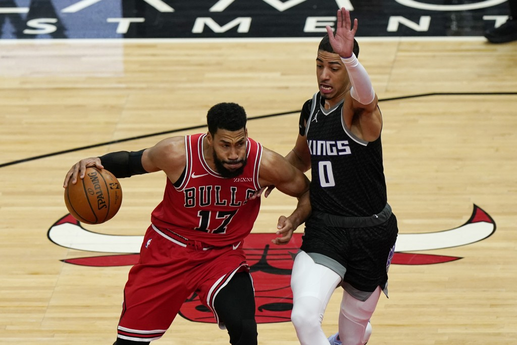 Chicago Bulls guard Garrett Temple, left, drives against Sacramento Kings guard Tyrese Haliburton during the first half of an NBA basketball game in C...