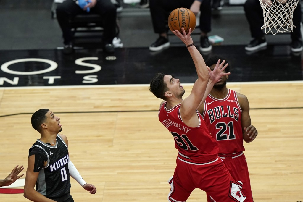 Chicago Bulls guard Tomas Satoransky, right, drives to the basket past Sacramento Kings guard Tyrese Haliburton during the first half of an NBA basket...