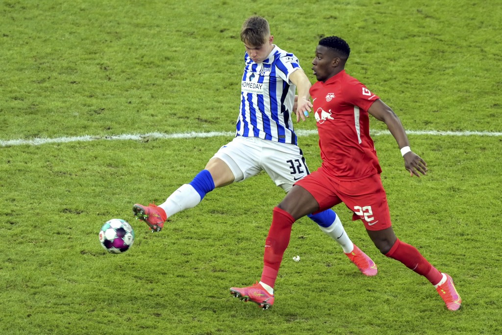 Berlin's Luca Netz, left, and Leipzig's Nordi Mukiele challenge for the ball during the German Bundesliga soccer match between Hertha BSC Berlin and R...