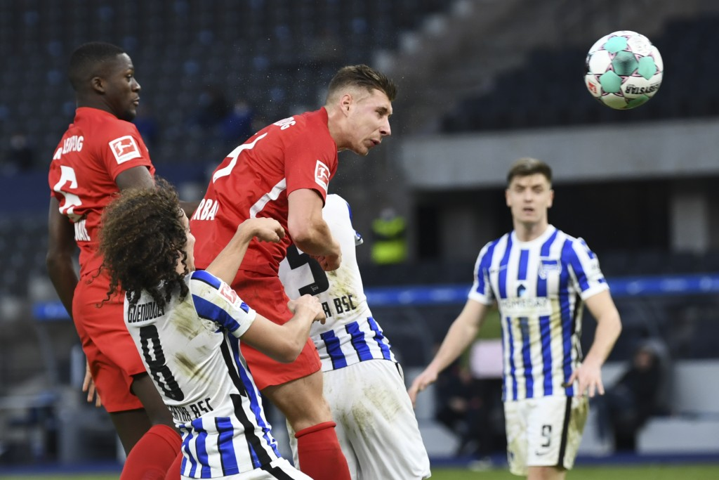 Leipzig's Willi Orban, center, scores his side third goal during the German Bundesliga soccer match between Hertha BSC Berlin and RB Leipzig in Berlin...