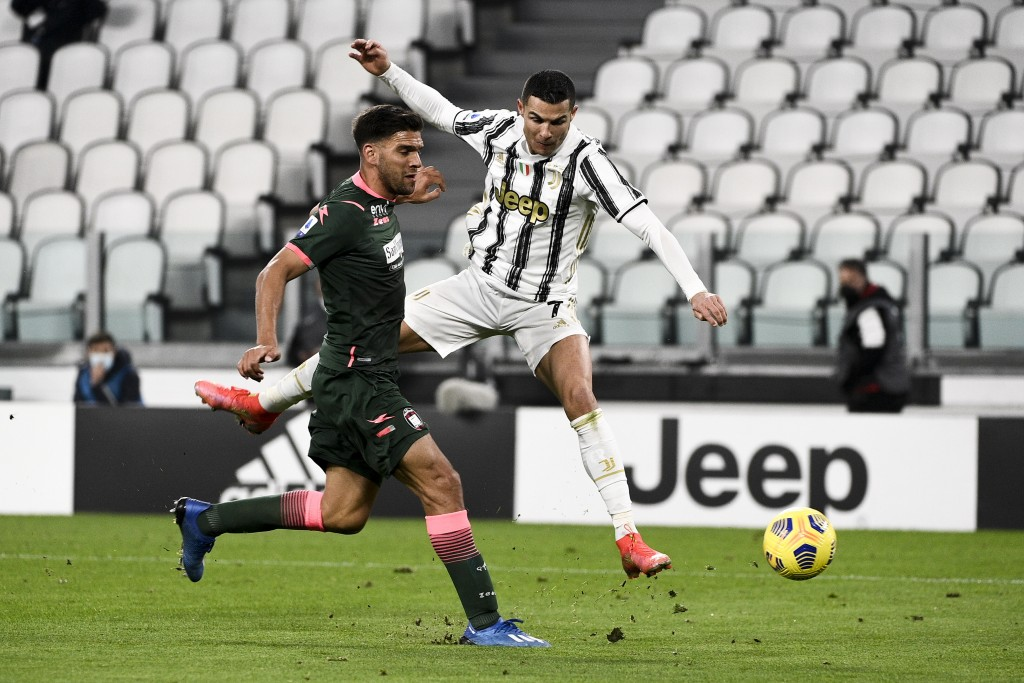 Juventus' Cristiano Ronaldo, right, battles for the ball with Crotone's Lisandro Magallan during the Serie A soccer match between Juventus and Crotone...