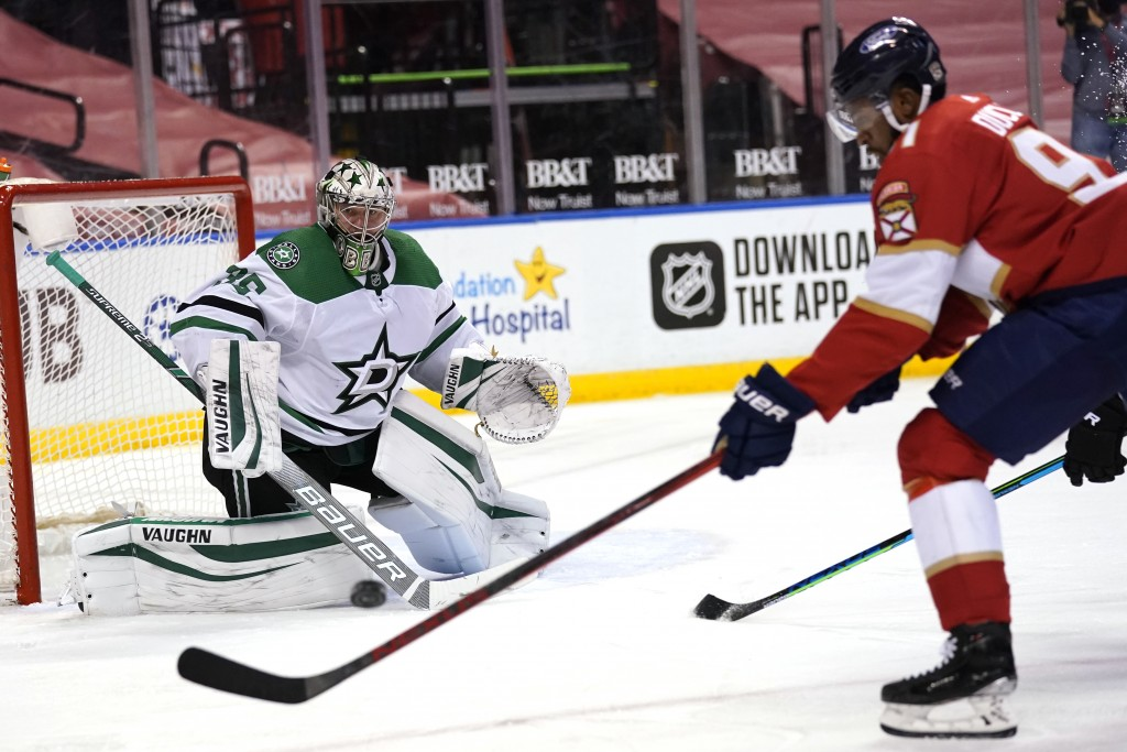 Dallas Stars goaltender Anton Khudobin, left, defends a shot on the goal by Florida Panthers left wing Anthony Duclair (91) during the second period o...