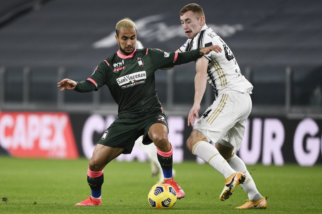 Juventus' Dejan Kulusevski, right, battles for the ball with Crotone's Adam Ounas during the Serie A soccer match between Juventus and Crotone, at the...