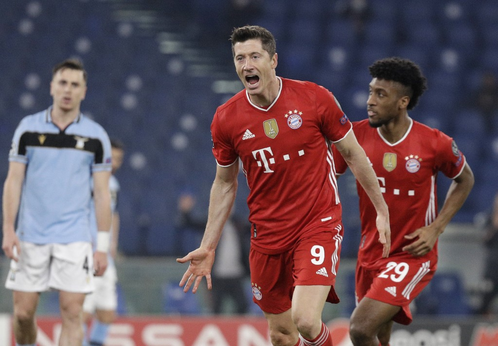 Bayern's Robert Lewandowski, center, celebrates after scoring his side's opening goal during the Champions League round of 16 first leg soccer match b...