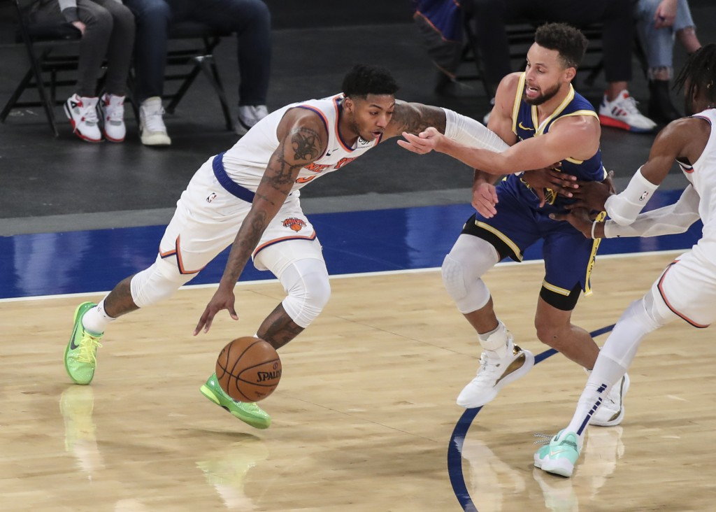 New York Knicks guard Elfrid Payton (6) moves past Golden State Warriors guard Stephen Curry during the second quarter of an NBA basketball game Tuesd...