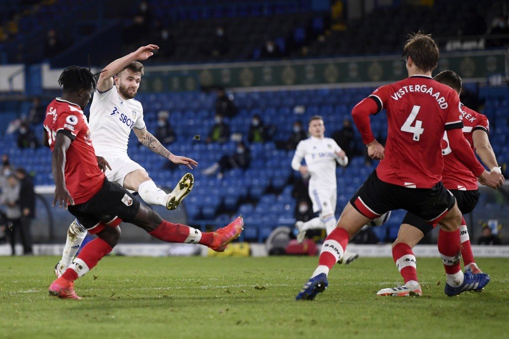 Leeds United's Stuart Dallas, 2nd left, scores his side's second goal during the English Premier League soccer match between Leeds United and Southamp...