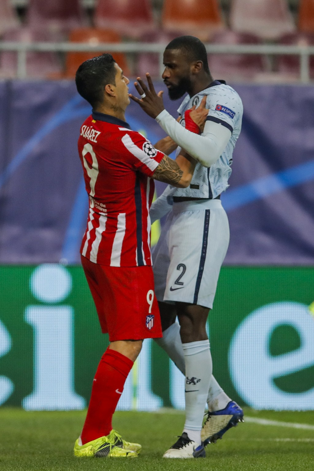 Atletico Madrid's Luis Suarez, left, argues with Chelsea's Antonio Rudiger during the Champions League, round of 16, first leg soccer match between At...