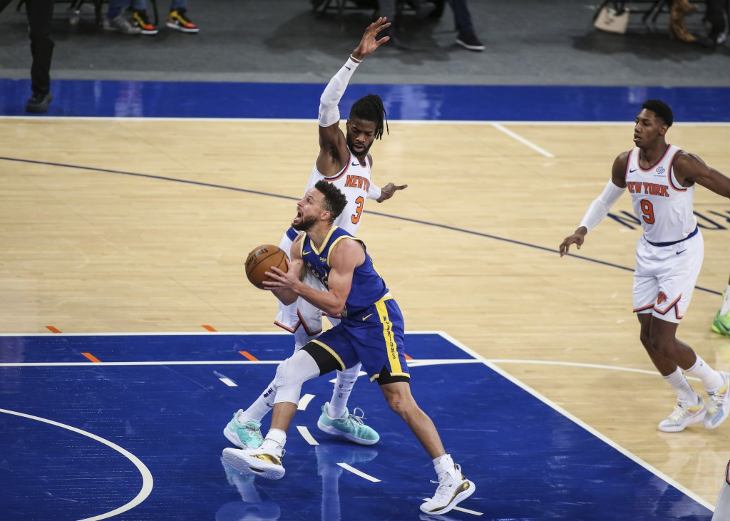 Golden State Warriors guard Stephen Curry moves past New York Knicks center Nerlens Noel (3) during the first quarter of an NBA basketball game Tuesda...