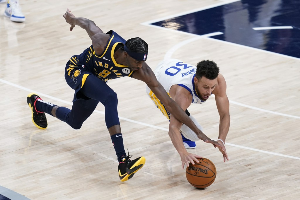 Indiana Pacers' Justin Holiday (8) and Golden State Warriors' Stephen Curry (30) dive for the ball during the second half of an NBA basketball game We...