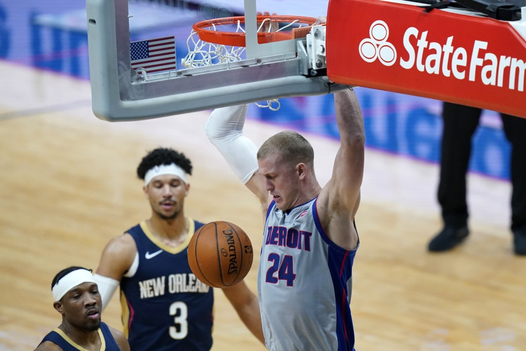 Detroit Pistons center Mason Plumlee (24) dunks next to New Orleans Pelicans guards Eric Bledsoe and Josh Hart (3) during the first half of an NBA bas...