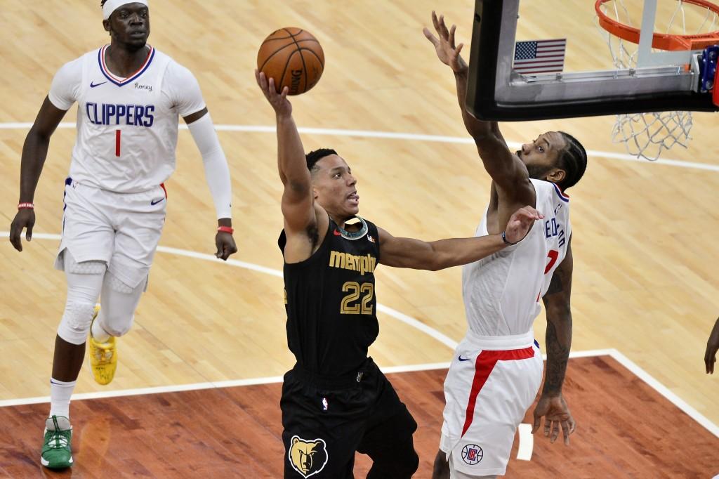 Memphis Grizzlies guard Desmond Bane (22) shoots against Los Angeles Clippers forward Kawhi Leonard (2) during the first half of an NBA basketball gam...