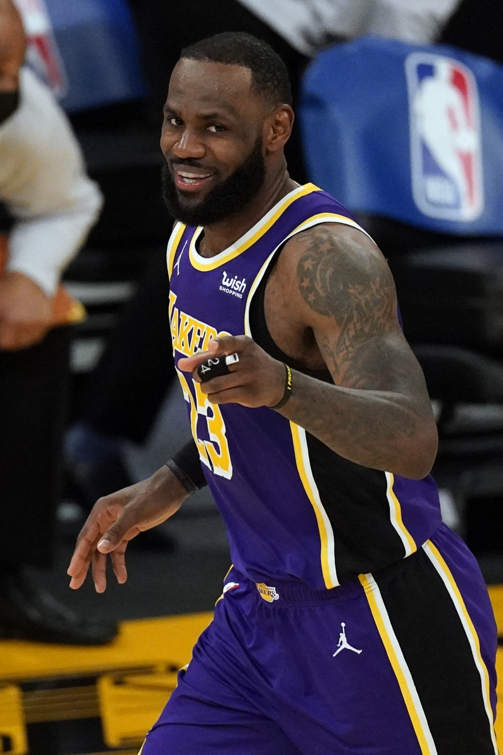 Los Angeles Lakers forward LeBron James (23) points at a team mate during the second half of an NBA basketball game against the Portland Trail Blazers...