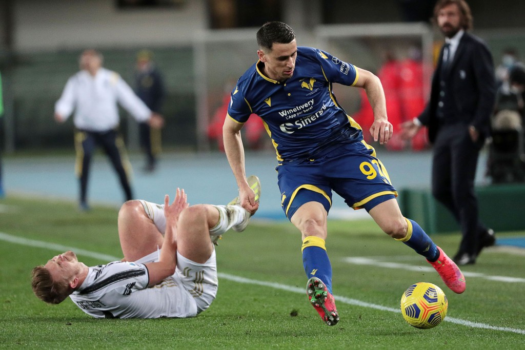 Matthijs de Ligt, left, and Kevin Lasagna compete for the ball during the Italian Serie A soccer match between Verona and Juventus at the Bentegodi st...