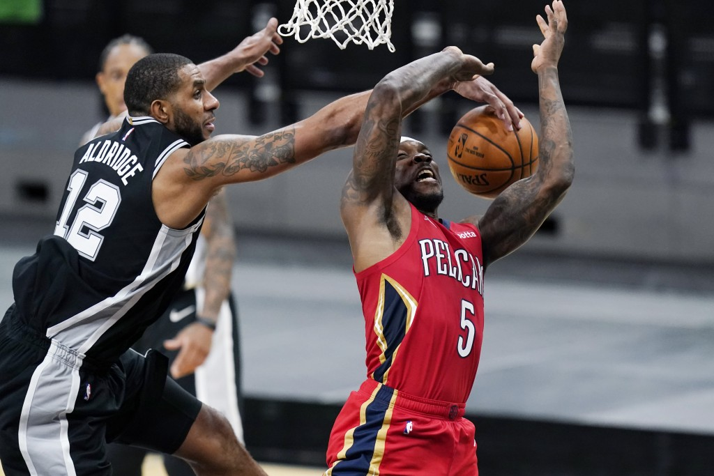 New Orleans Pelicans guard Eric Bledsoe (5) is blocked by San Antonio Spurs center LaMarcus Aldridge (12) as he tries to score during the first half o...