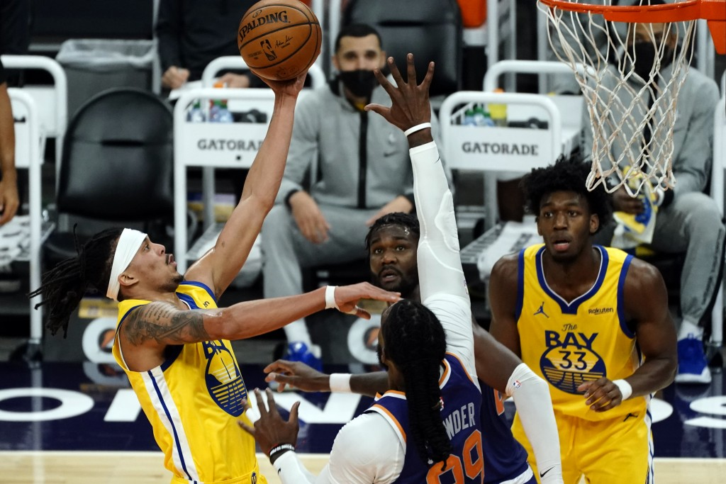 Golden State Warriors guard Damion Lee (1) drives past Phoenix Suns forward Jae Crowder (99) during the first half of an NBA basketball game, Thursday...