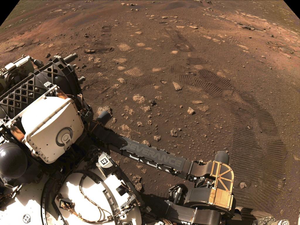 2月18日降落火星的探測車毅力號,3月4日在火星上移動拍照。(NASA/JPL-Caltech via AP)