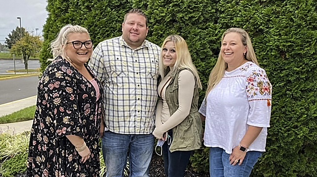 In this photo taken in October 2020, Jennifer Lannon, second from right, poses for a photo with her brother Chris Whitman, second from left, and siste...