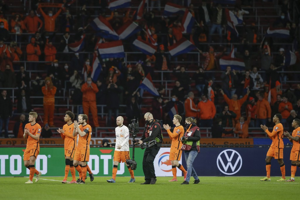 Netherlands' players cheer supporters at the end of the World Cup 2022 group G qualifying soccer match between The Netherlands and Latvia at the Johan...