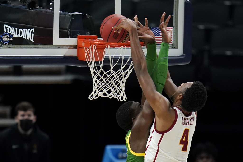 Southern California forward Evan Mobley (4) dunks the ball over Oregon center Franck Kepnang, left, during the second half of a Sweet 16 game in the N...