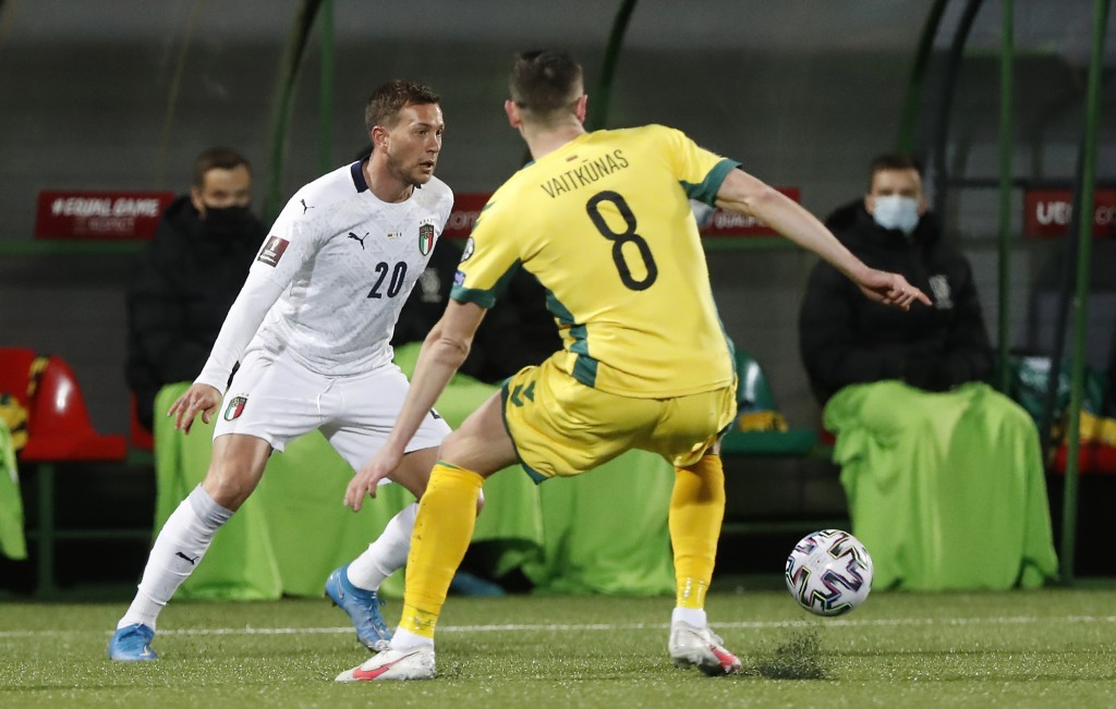 Italy's Federico Bernardeschi, left, challenges for the ball with Lithuania's Egidijus Vaitkunas during the World Cup 2022 Group C qualifying soccer m...