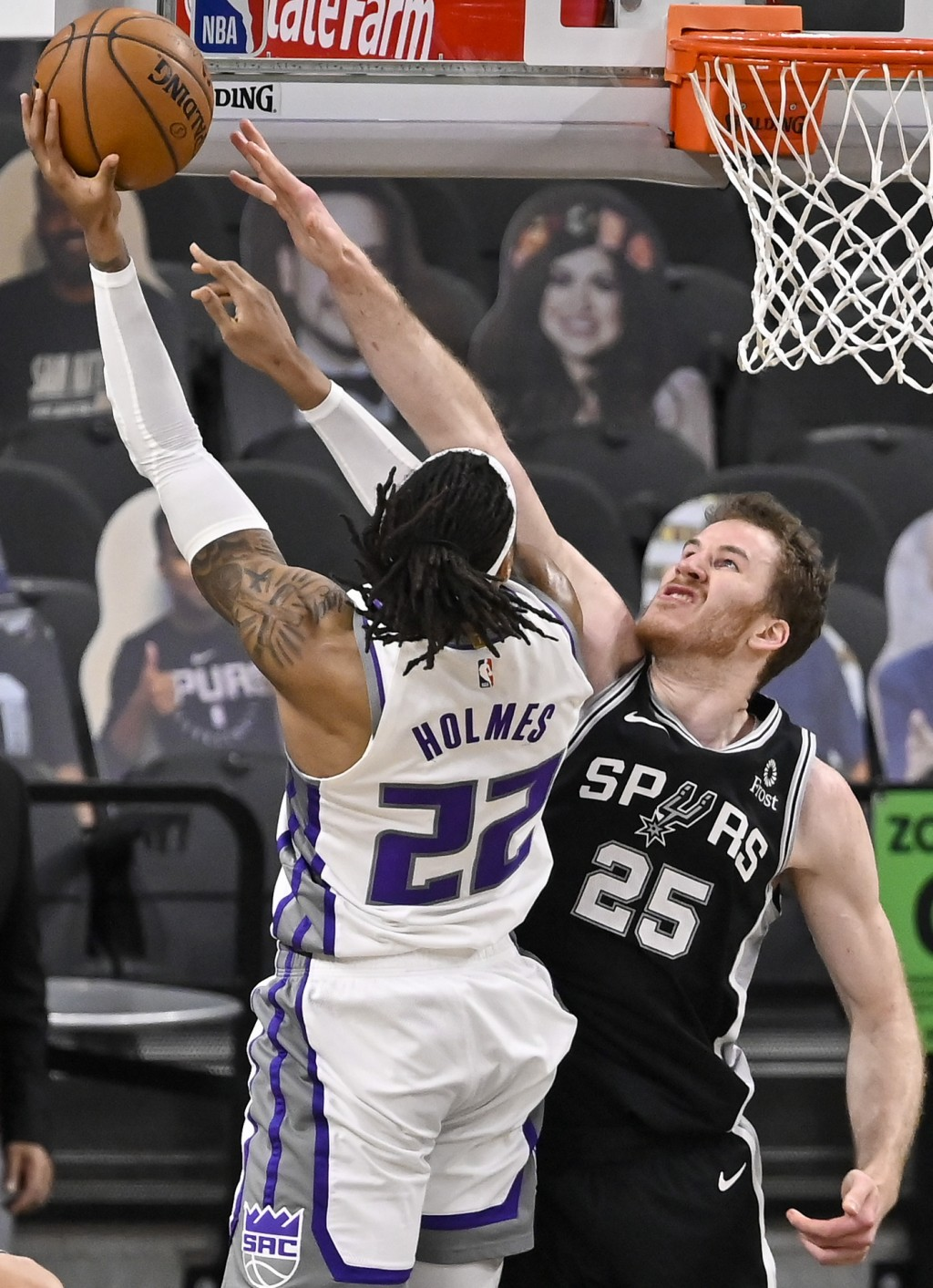 Sacramento Kings' Richaun Holmes (22) shoots against San Antonio Spurs' Jakob Poeltl during the first half of an NBA basketball game, Wednesday, March...