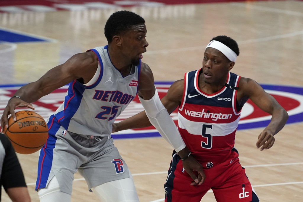 Detroit Pistons forward Tyler Cook (25) drives on Washington Wizards guard Cassius Winston (5) in the second half of a NBA basketball game in Detroit,...