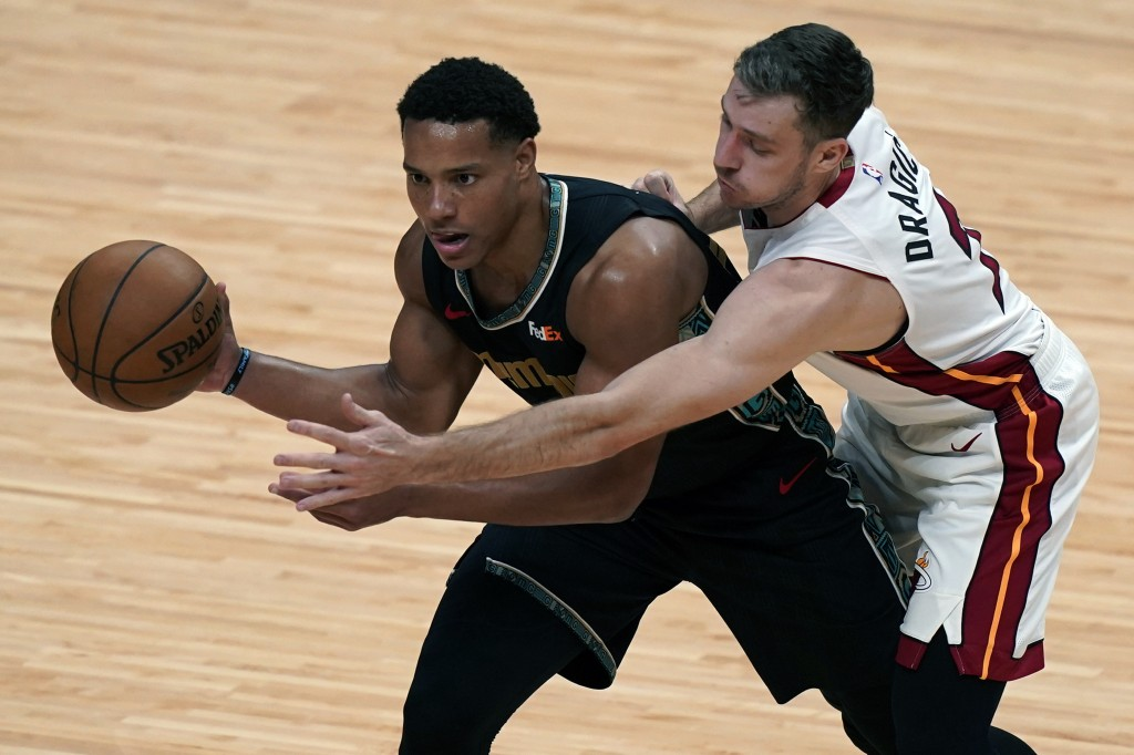 Memphis Grizzlies guard Desmond Bane (22) looks to pass the ball as Miami Heat guard Goran Dragic (7) defends, during the second half of an NBA basket...