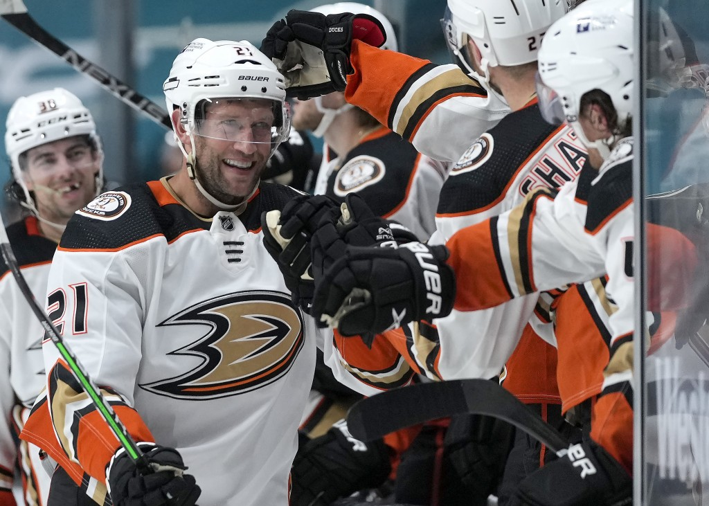 Anaheim Ducks right wing David Backes (21) smiles as he is congratulated by teammates after scoring a goal against the San Jose Sharks during the thir...