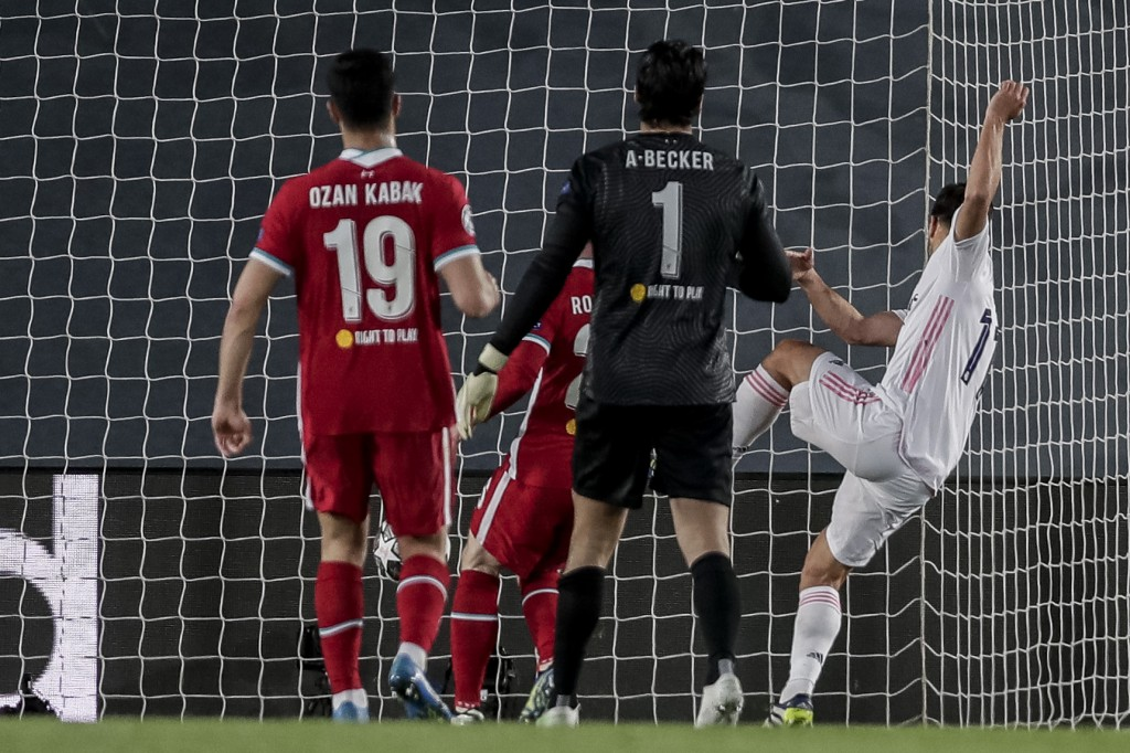 Real Madrid's Marco Asensio, right, scores his team second goal during the Champions League quarterfinal first leg, soccer match between Real Madrid a...