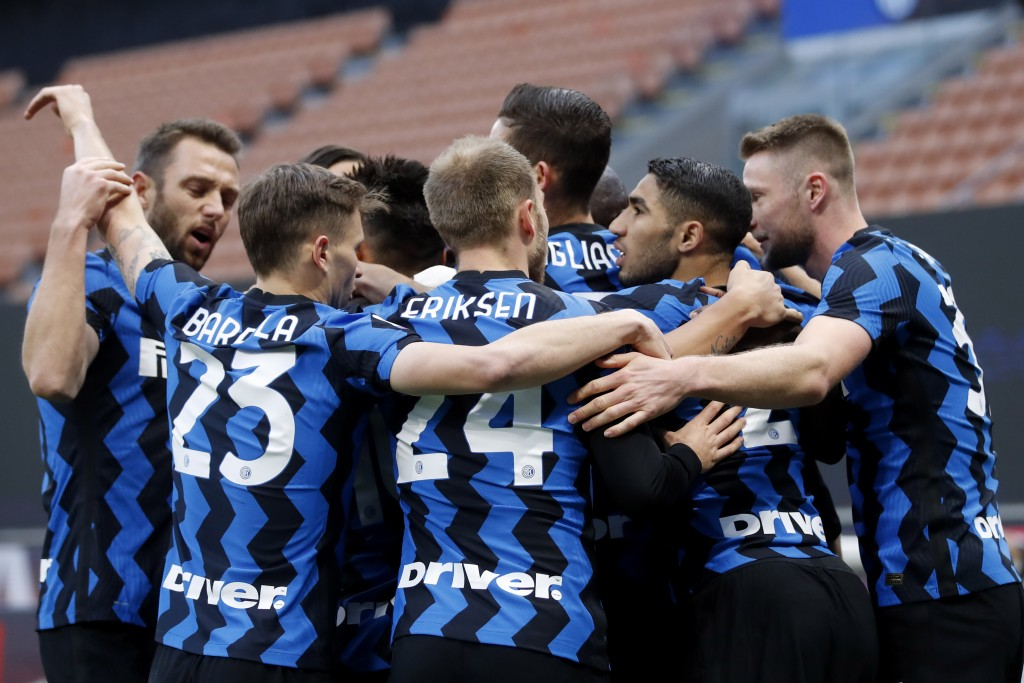 Inter Milan players celebrate a goal from their teammate Romelu Lukaku after scores against Sassuolo during the Serie A soccer match between Inter Mil...