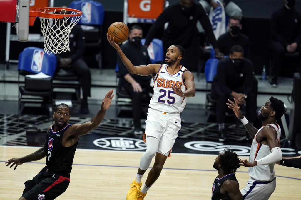 Phoenix Suns forward Mikal Bridges (25) scores over Los Angeles Clippers forward Kawhi Leonard, left, during the first half of an NBA basketball game ...