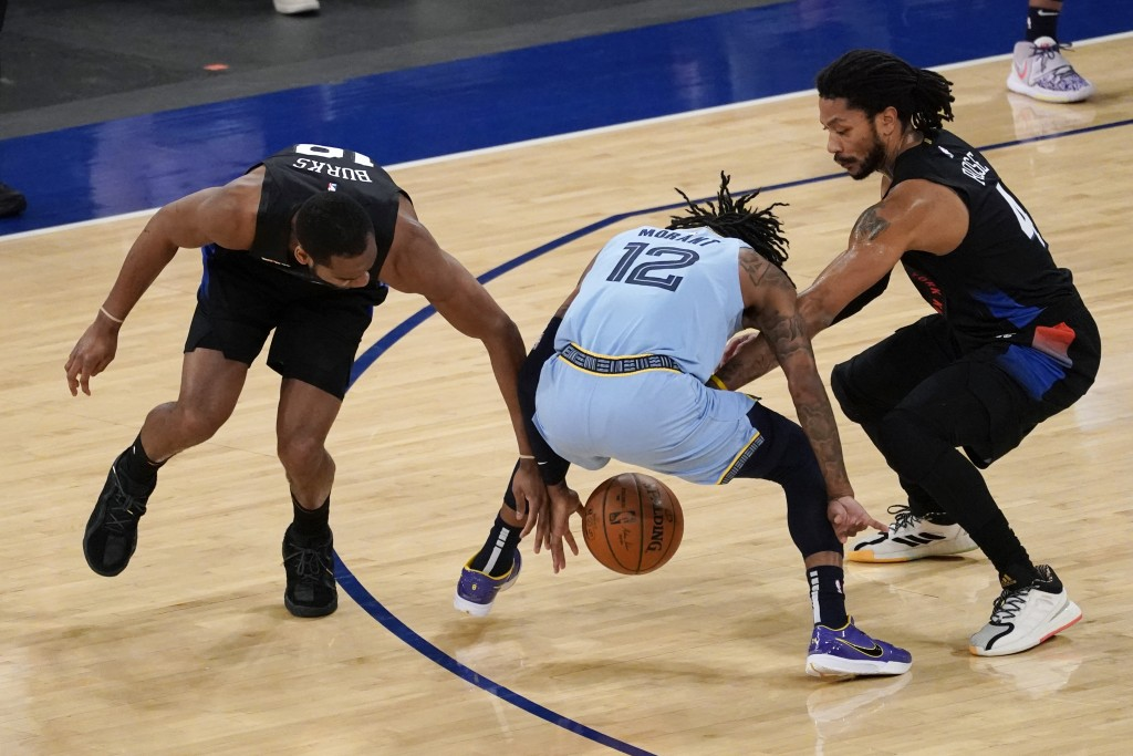 New York Knicks guard Alec Burks (18) and guard Derrick Rose (4) compete for the ball against Memphis Grizzlies guard Ja Morant (12) during the first ...
